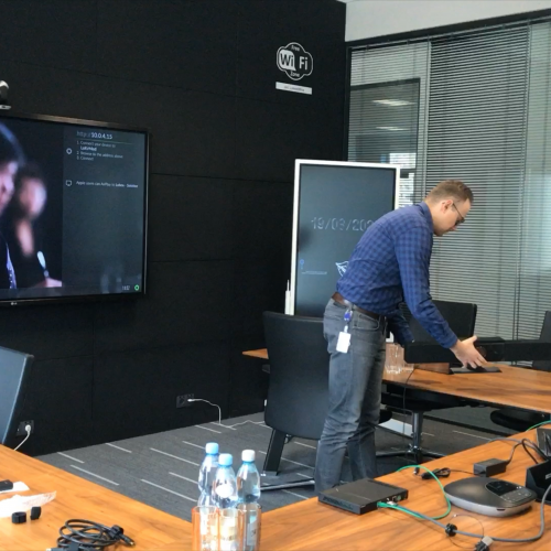 Szybki Test - zestaw do wideo konferencji Poly Studio plus Atlona OME-EX-KIT 3